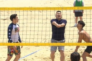 Play BEACH VOLLEYBALL at HAEUNDAE BEACH! [Cool Kiz On The Block]