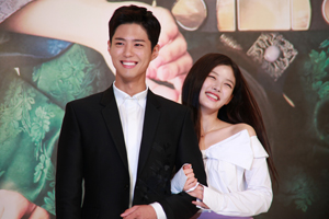 EXCLUSIVE: \'Love in the Moonlight\' BOGUM and YOUJUNG give off FRESH CHARM! [Love in the Moonlight]