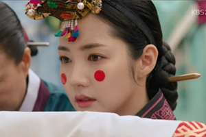 \'Seven\' Chaegyeong gets married, but she\'s the saddest bride. [Queen for Seven Days]