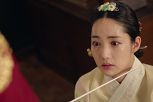 \'Seven\' Yung points a sword at Chaegyeong\'s throat! His rage is uncontrollable! [Queen for Seven Days]