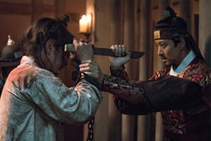 \'Seven\' Seono attacks King Yung to kill him! Will he succeed? [Queen for Seven Days]