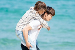 \'Manhole\' Bong Pil♥Sujin\'s piggyback ride date on the beach! [Manhole]