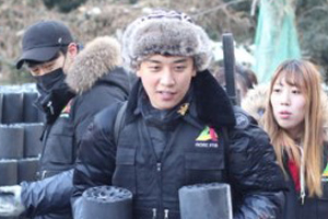 BIGBANG\'s Seungri donates 100 million won & delivers coal briquettes for the needed