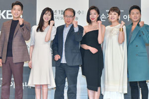 \'Left-Handed Wife\' Press Conference: Premiere Tonight!