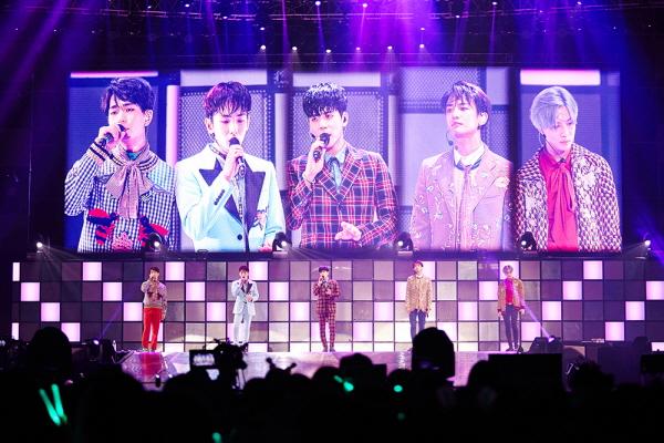 "Twinkling FIVE BOYS : ""SHINee WORLD V"" in Taipei !"