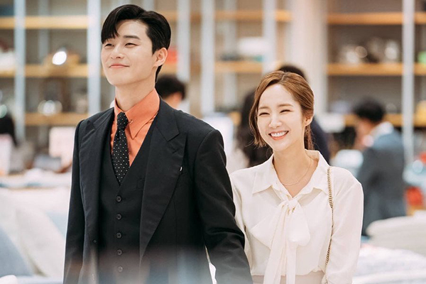 Park Seojun and Park Min Young, co-stars in drama \'What's Wrong with Secretary Kim\', were caught up in a dating rumor.