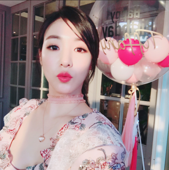 On August 1, Tiffany will hold a fan meeting at an ice cream shop in Cheongdam-dong, Seoul. August 1 is Tiffany\\\'s birthday as well. The event was announced through Tiffany\\\'s Instagram. She explained that prepared this event because she missed her fans.   Meanwhile, Tiffany recently released her solo album \\\'Over My Skin\\\' as her new stage name \\\'TIFFANY YOUNG\\\' in the United States. Her music video will be released on August 1.  [Image source: Tiffany Instagram]