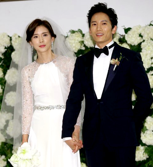 On August 15, actress Lee Bo Young\\\'s agency, Flyup Entertainment, revealed that Lee Bo Young is pregnant with her second child.