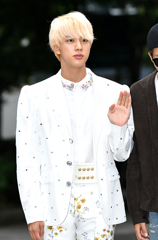 BTS\\\\\\\' eldest member Jin appeared in a prince-like outfit on the way to \\\\\\\'Music Bank\\\\\\\'.
