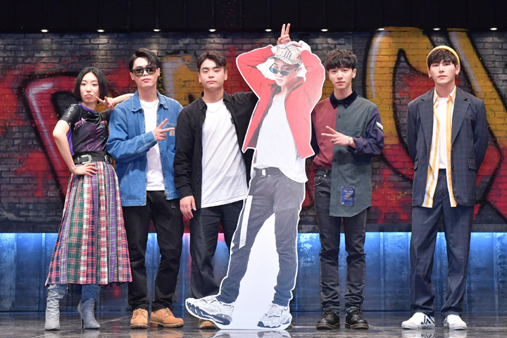 The producer of the show, Lee Seunggeon, and the dance coaches Just Jerk, Lia Kim, Lee Gikwang, and Hoya were present at the event.