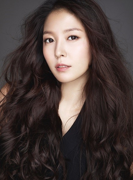 On October 16, SM Entertainment announced that BoA will release her 9th full-length album \'WOMAN\' on October 24