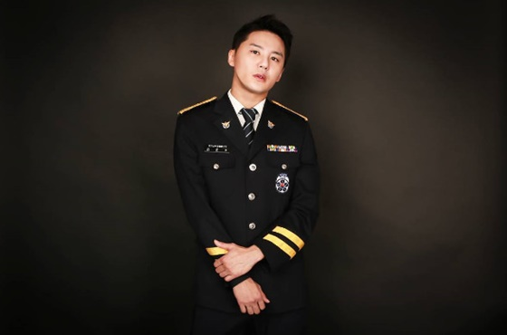 On November 5, JYJ\'s XIA was discharged from his alternative military duty in the conscripted police force.