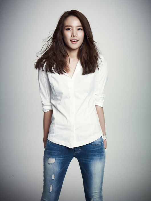 Actress Jo Yoon Hee will join the new season of \\\'Happy Together\\\' in December!