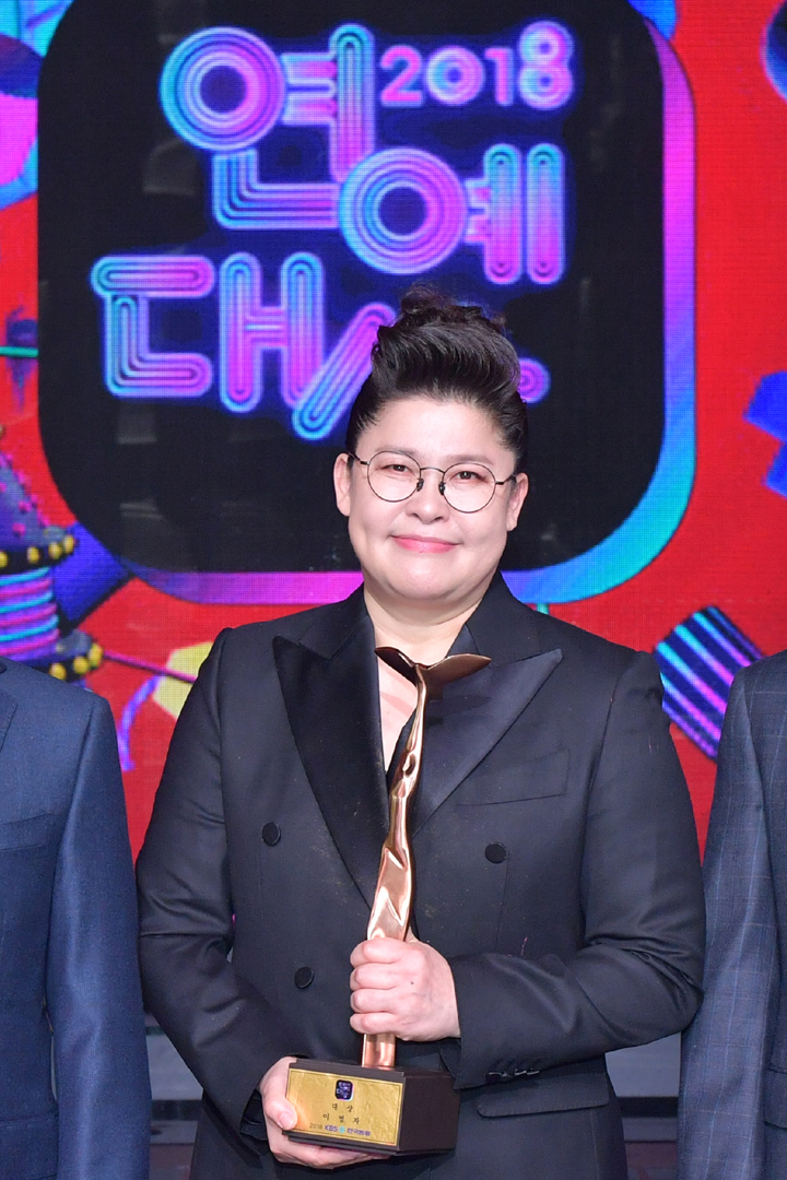 Lee Yeong Ja debuted in 1991, and after 27 years, she became the first woman receive the grand award at \\\\\\\\\\\\\\\\\\\\\\\\\\\\\\\'KBS Entertainment Awards.\\\\\\\\\\\\\\\\\\\\\\\\\\\\\\\'
