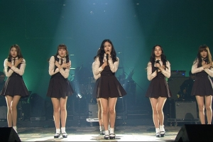GFriend performs a special stage for \'Yu Huiyeol\'s Sketchbook\' [Yu Huiyeol\'s Sketchbook]