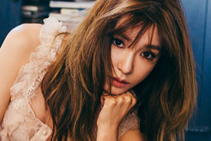 TIFFANY, sweeping to the top of the music charts within minutes of her SOLO debut!