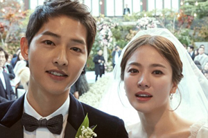 Song Hye Kyo reveals her photo taken by her husband during honeymoon.