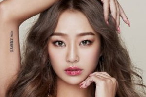 Hyorin sets up 1-person agency & begins her solo career.