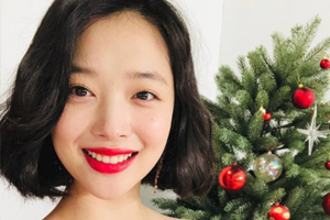 Sulli renews contract with SM Entertainment
