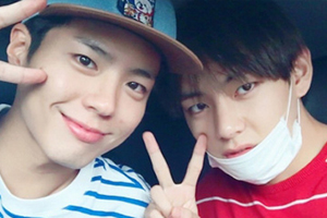 Park Bogum & Ha Jiwon spotted at BTS\'s concert to cheer their friend V