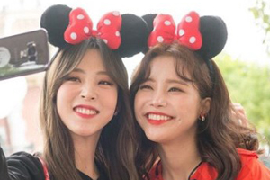 \'Battle\' MAMAMOO\'s Solar & Moon Byul are thrilled at Hong Kong Disneyland! [Battle Trip]