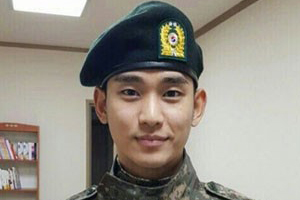 Kim Soo Hyun looks dashing in the army