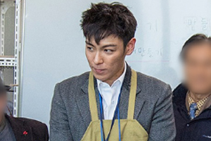 BIGBANG\'s T.O.P spotted during his public service duty wearing an apron & suit