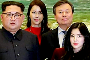 Red Velvet\'s Irene takes photo next to North Korean leader Kim Jong-un