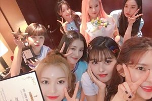 MOMOLAND wins \'Idol of the Year\' award at Brand of the Year 2018