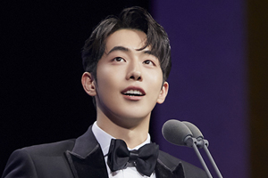 Nam Joo Hyuk wins Best New Actor at the Blue Dragon Awards