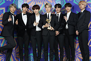BTS & iKON win grand award at Golden Disc Awards