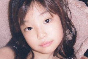YG wishes Jennie\'s Happy B-day with her childhood pic