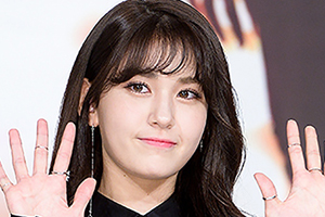 Jeon Somi tells fans not to worry and to wait for her