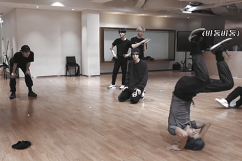 EXO reveals its practice room video